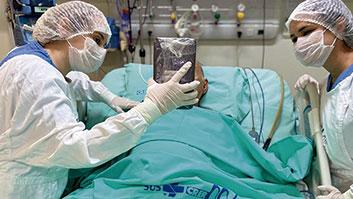 Paciente hospitalizada poderá receber visita virtual da família.