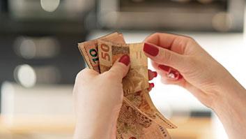 Herdeiro ou cônjuge tem direito de sacar dinheiro de familiar falecido?